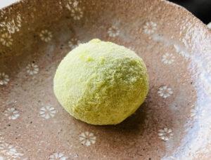 青大豆も美しいうぐいす餅
